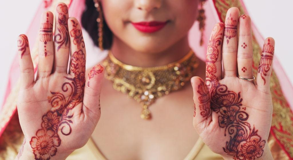 Simple Mehndi Design For Front Hands